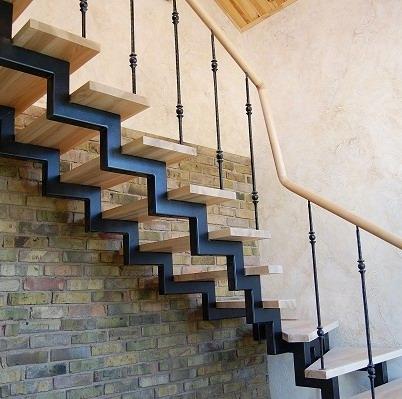 Лестница железная на второй этаж в частном доме